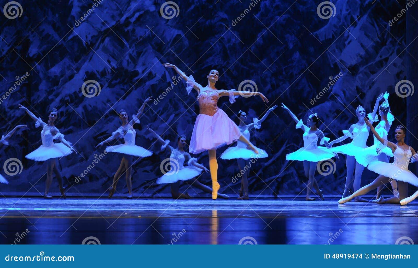 Clara kwam aan het koninkrijk van de ijs-eerste handeling van het vierde Land van de gebiedssneeuw - de Balletnotekraker