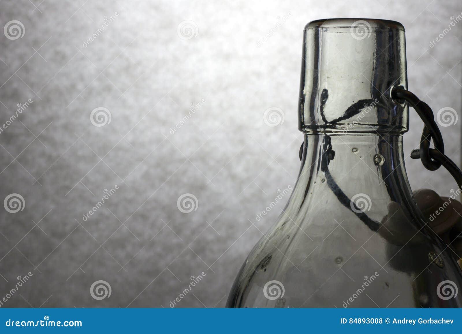 Claroscuro con la botella de cristal