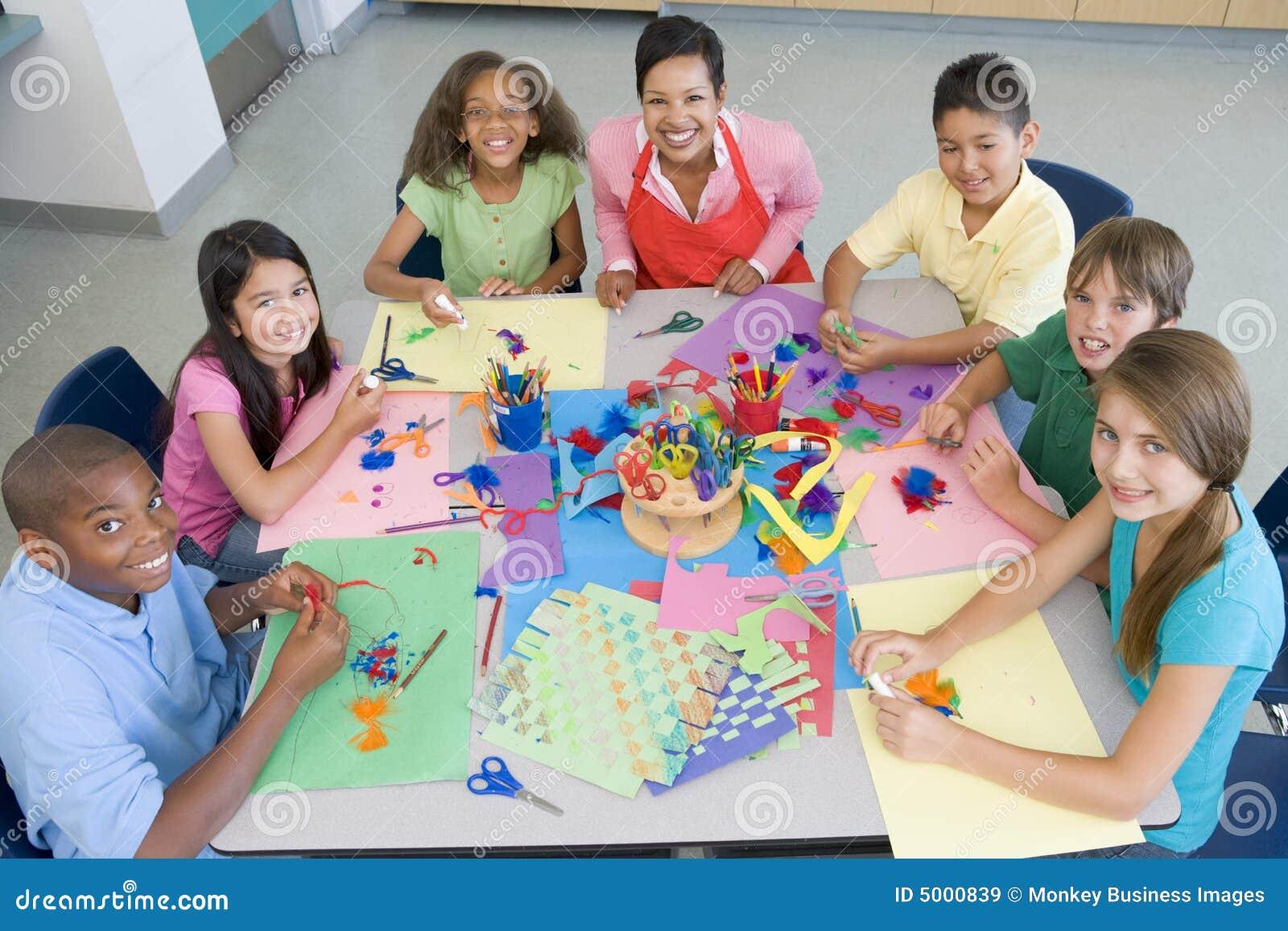Clase de arte de la escuela primaria