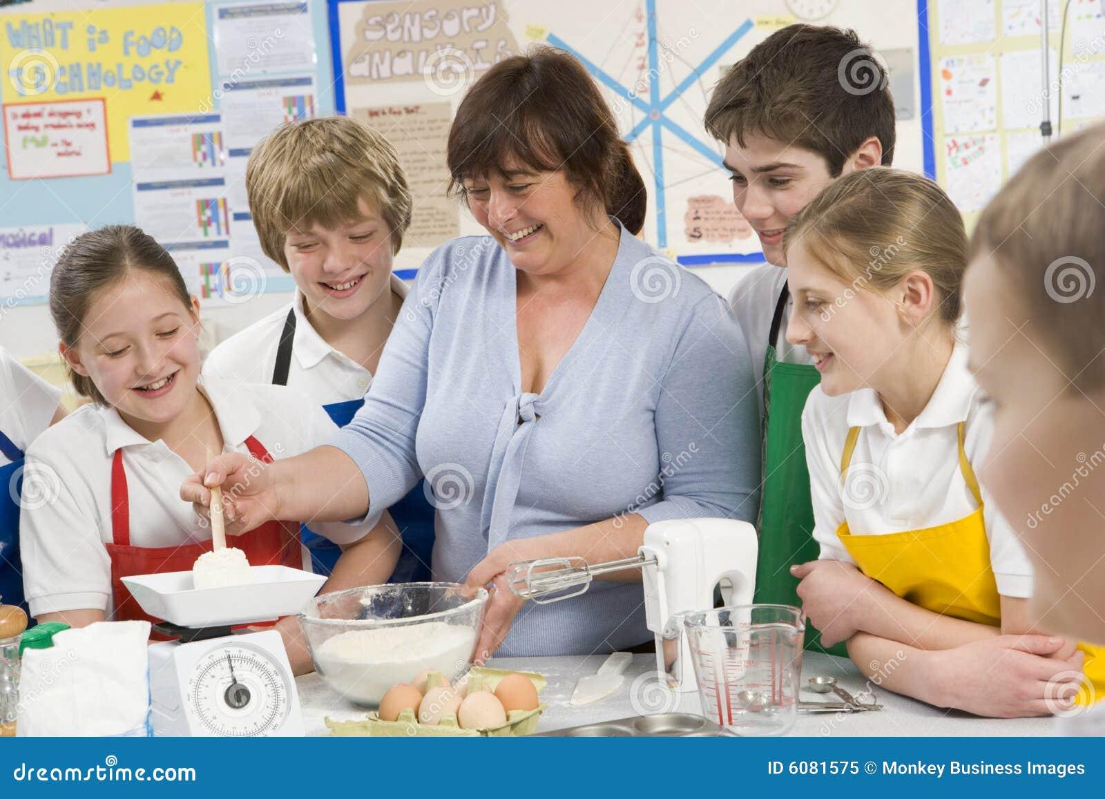 Class cooking schoolchildren teacher