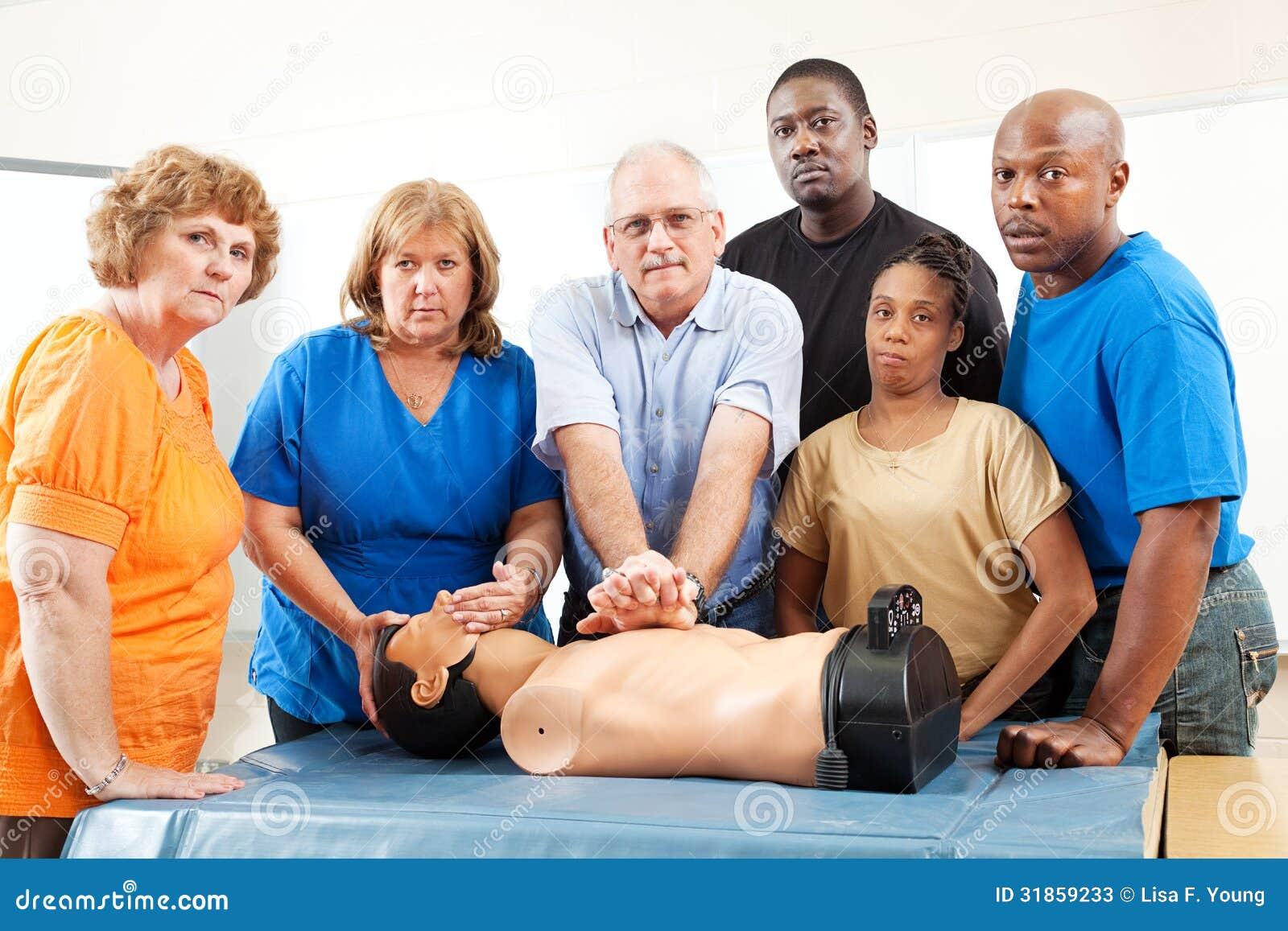 Classe di corsi per adulti - pronto soccorso - seria