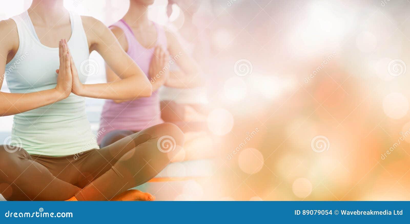 Classe di yoga in palestra