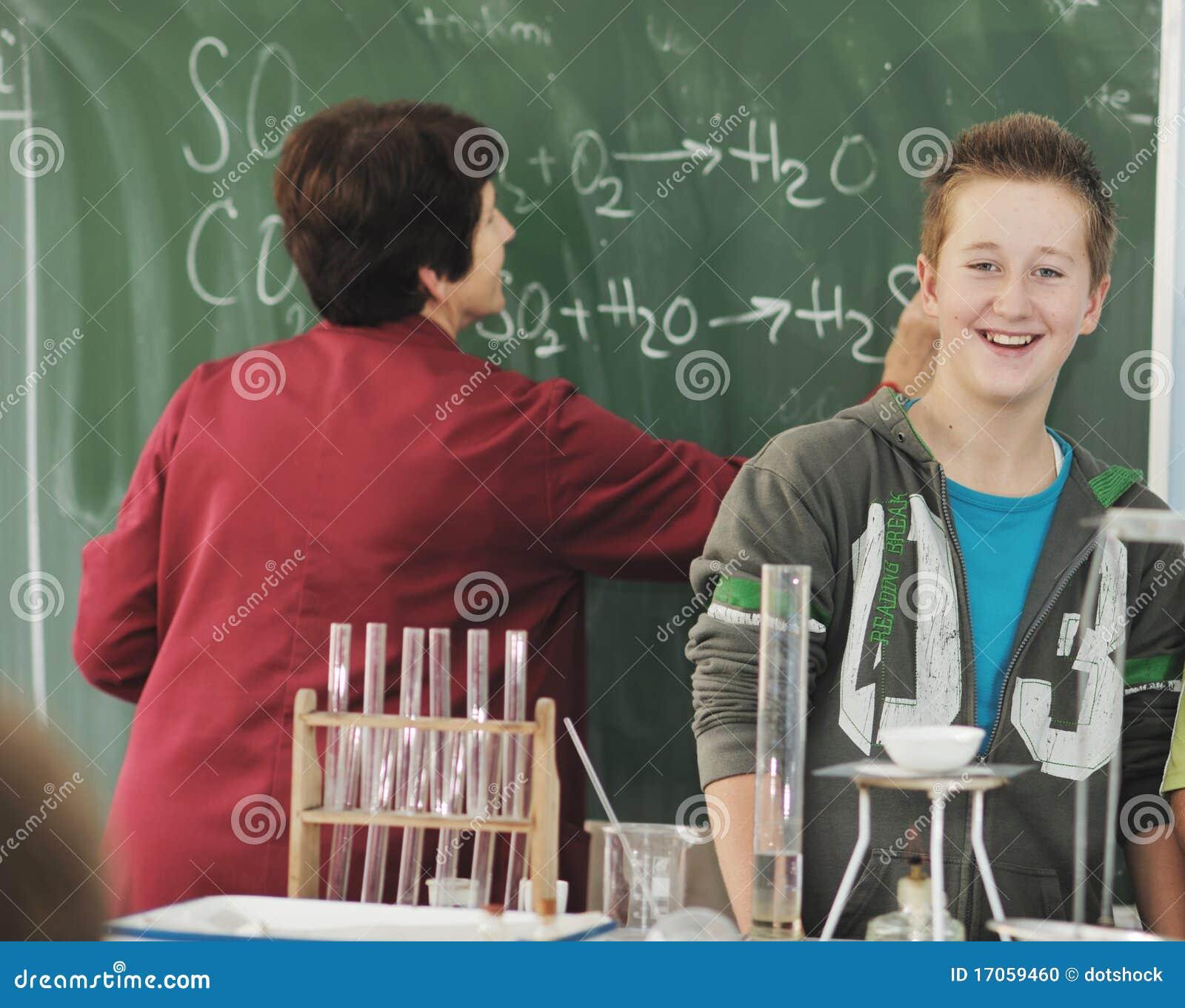 Classees επιστήμης και χημείας στο σχολείο