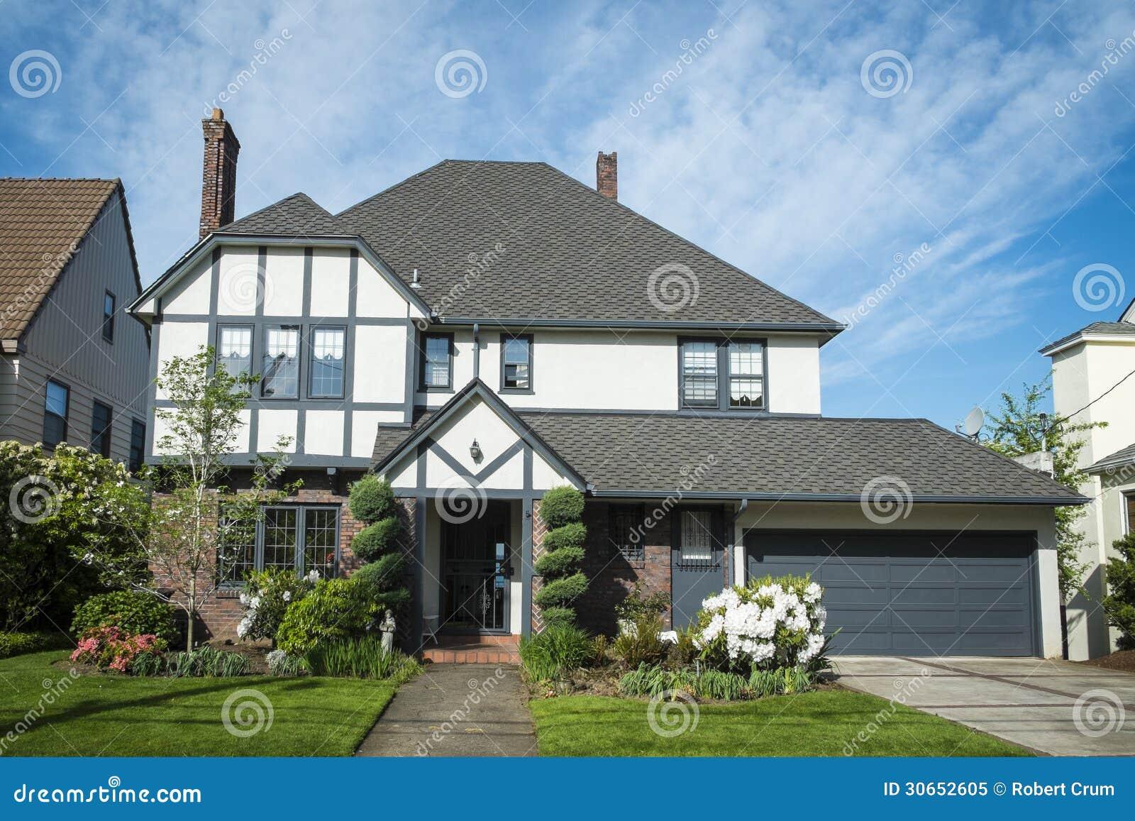Classic American Suburban House Stock Image Image Of Single Dwelling 30652605