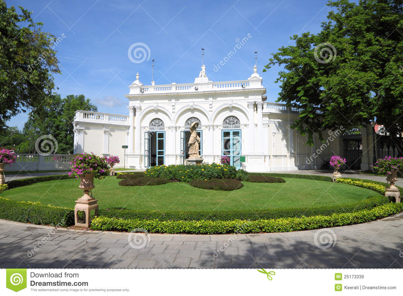 Classic building royalty free stock images image 25173339 for Round garden buildings