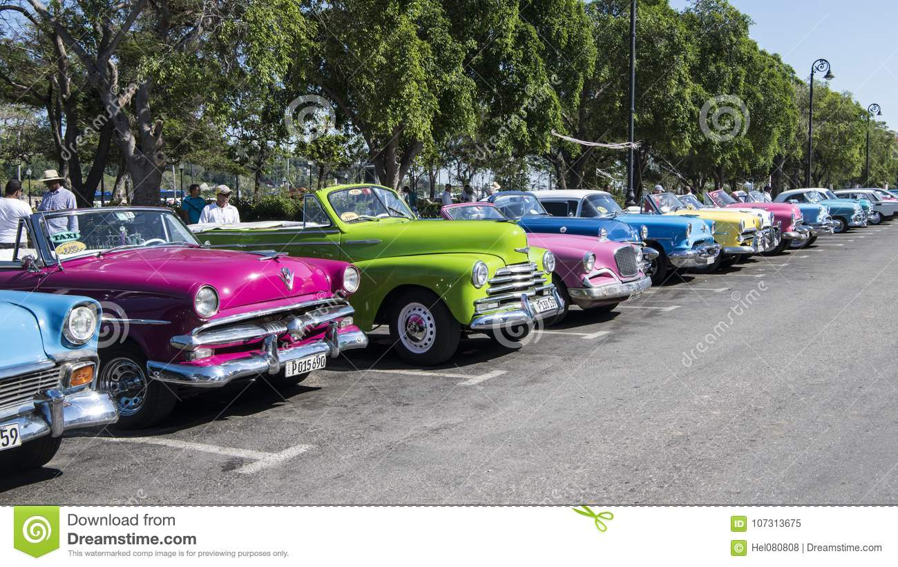 Cars On Line >> Classic Cars In Line Colorful American Classic Cars Havana