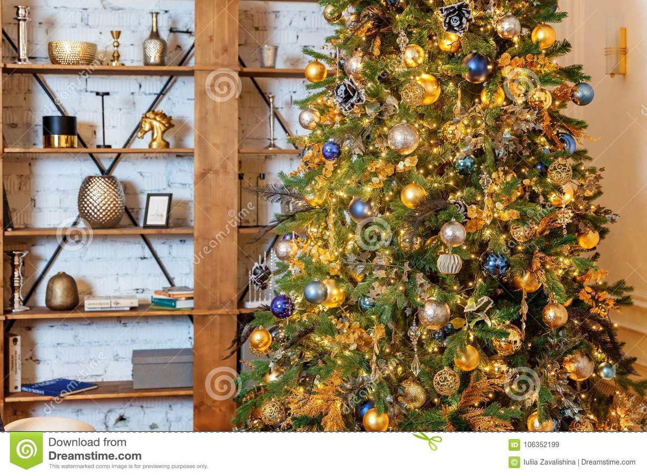 christmas tree with gold and black decorations