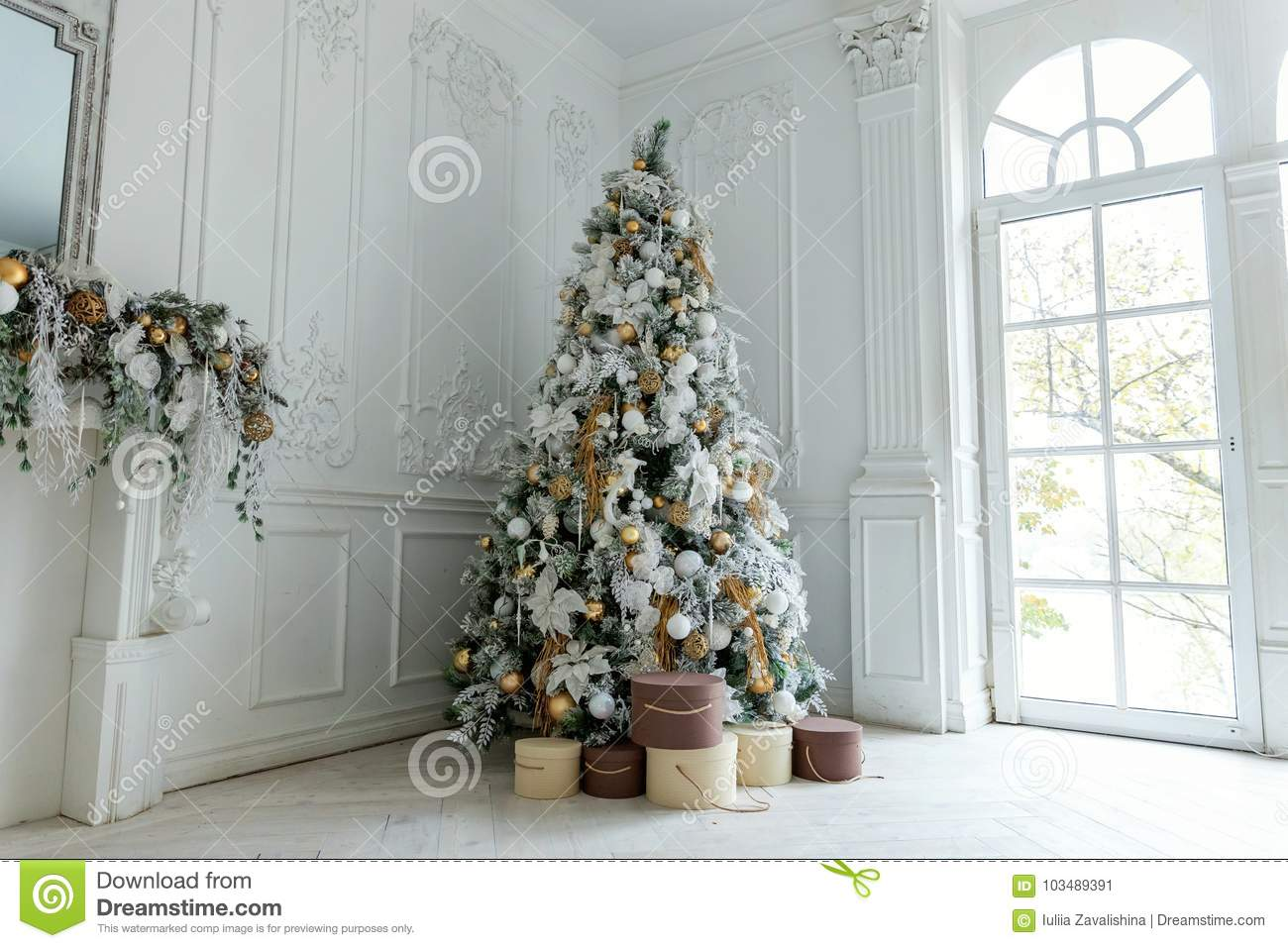 Christmas Tree With White And Gold Decorations Stock Image Image