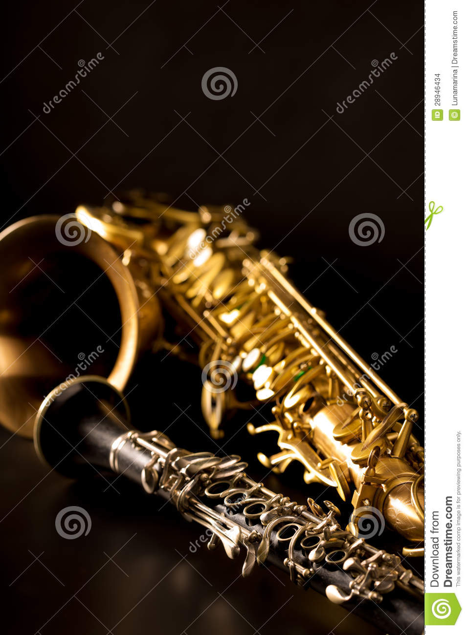 how to produce a smooth sound on saxophone
