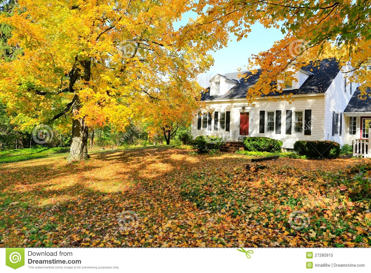 Classic new england american house exterior stock image for Nuova casa coloniale in inghilterra