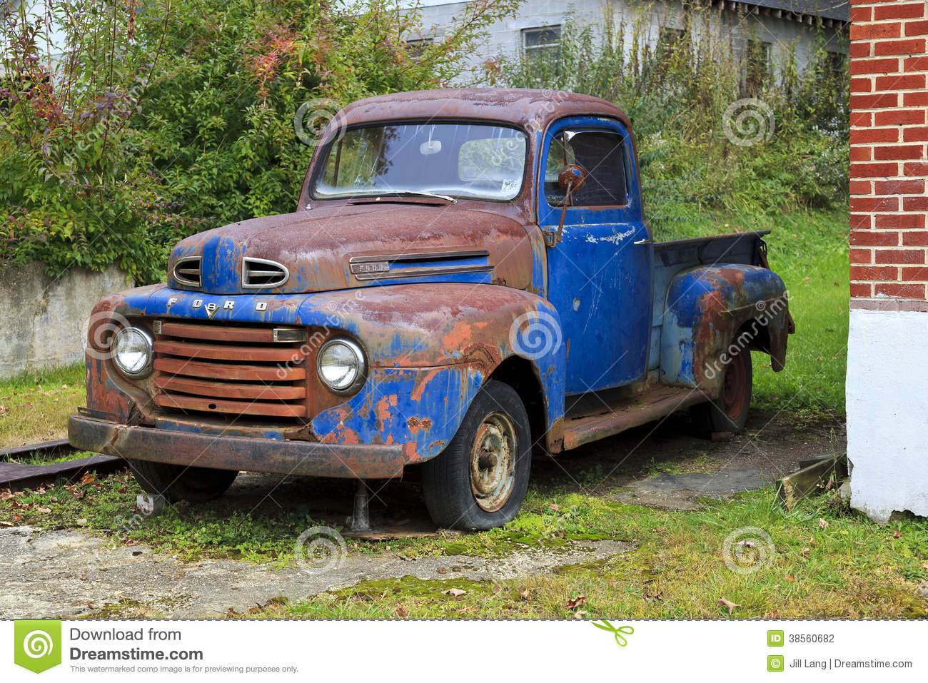 Classic Old Ford Pickup editorial photography. Image of ford - 38560682