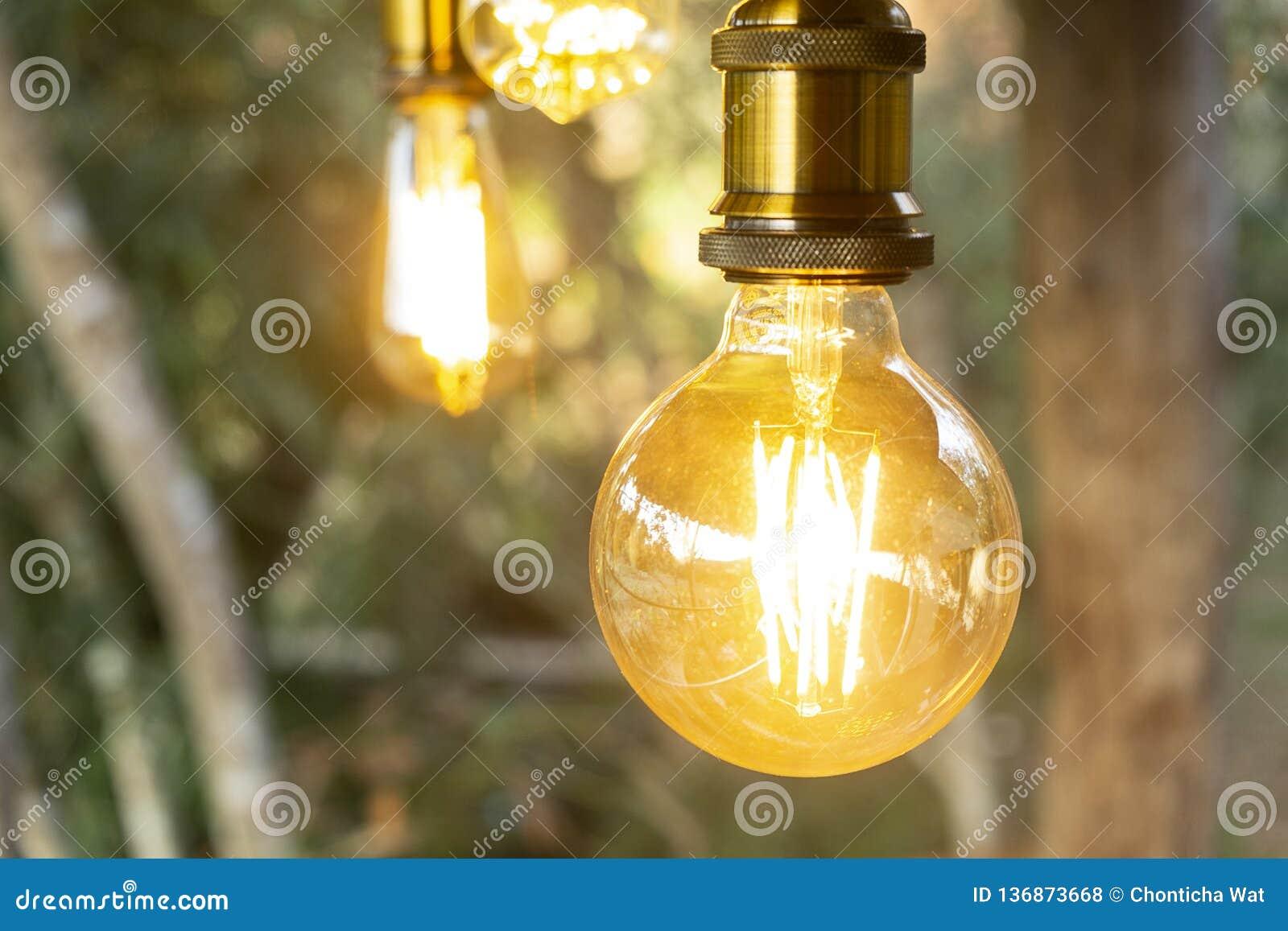 Retro Lampen Led : Retro incandescent led electric lamp on blur background vintage