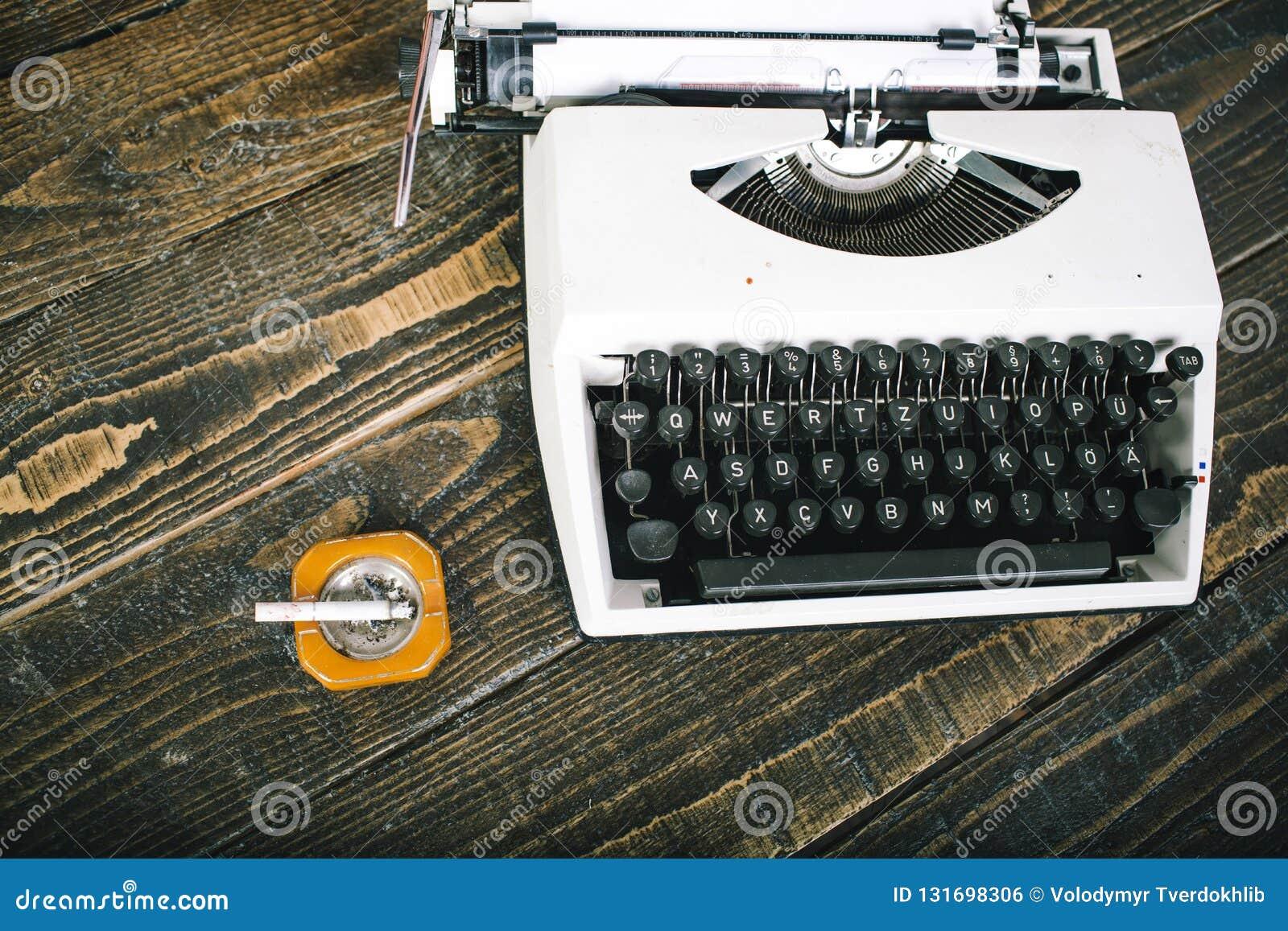 Cool Classic Is Always Stylish Vintage Retro Typewriter Machine Download Free Architecture Designs Embacsunscenecom