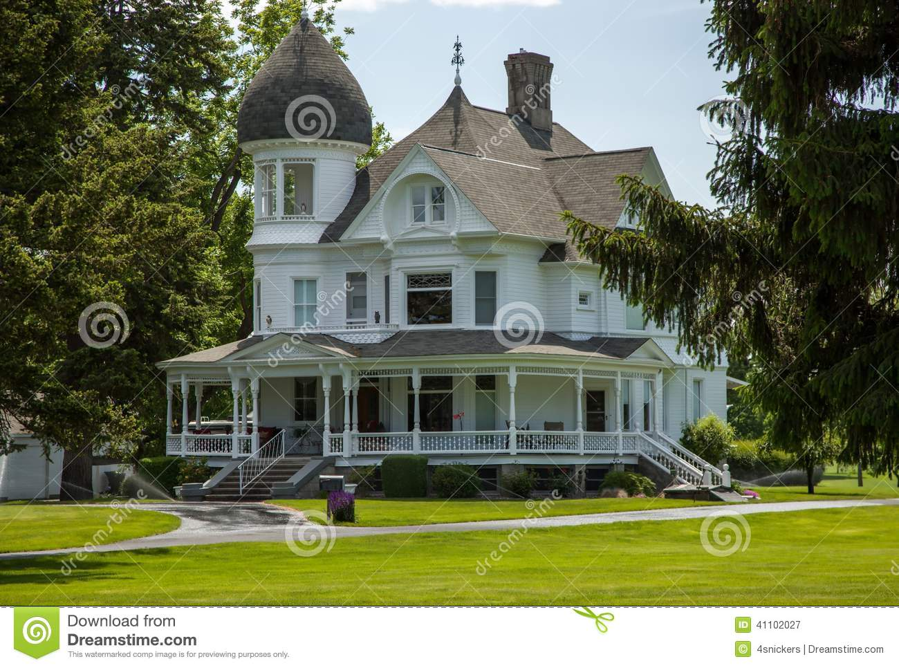 Classic white victorian home stock image image 41102027 for Beautiful classic houses