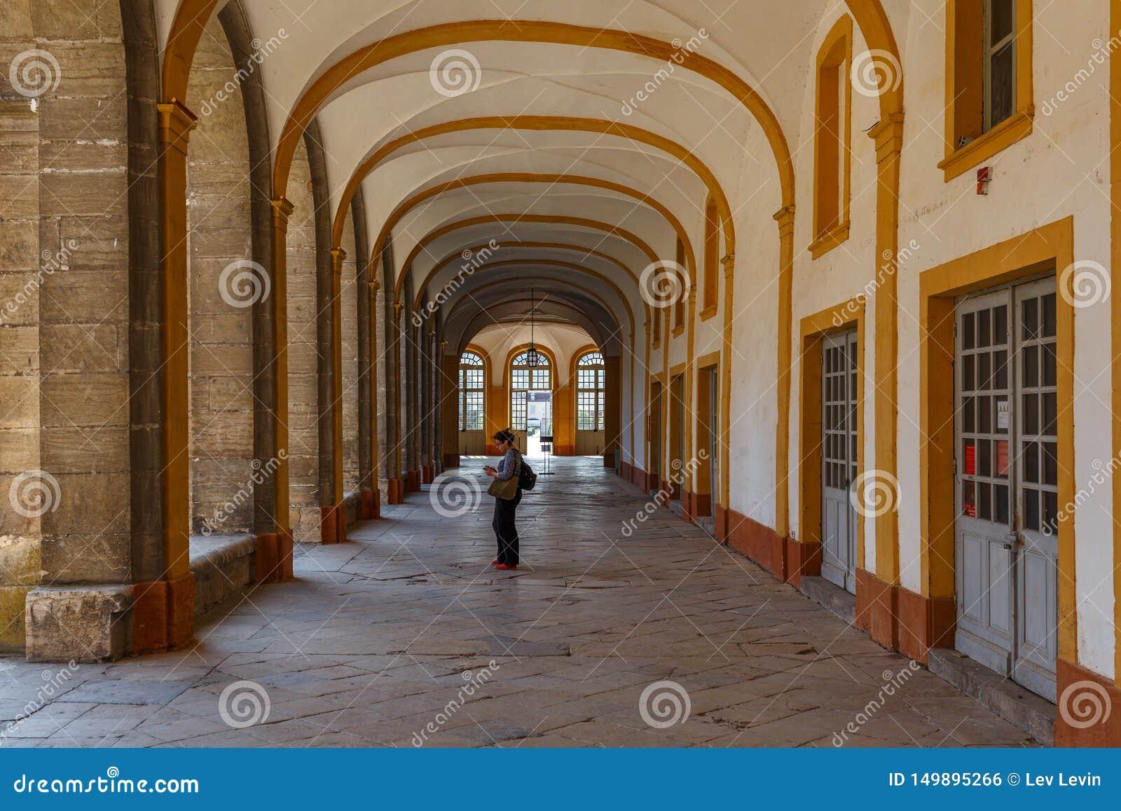Claustro da abadia de Cluny, França