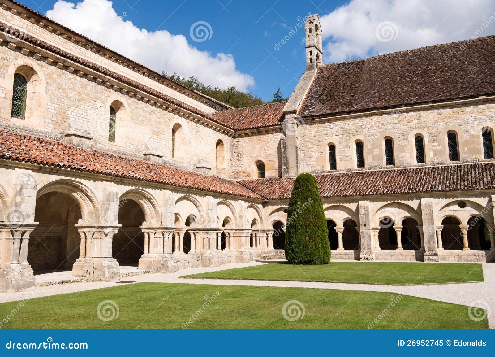 Claustro de la abadía de Fontenay