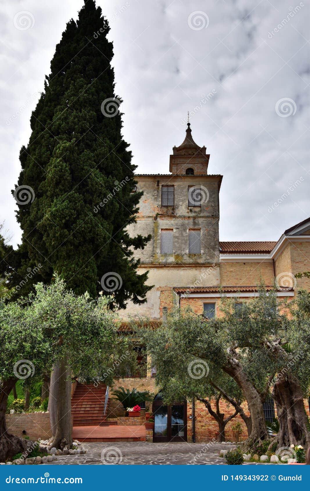 Claustro y santuario Madonna del esplendor
