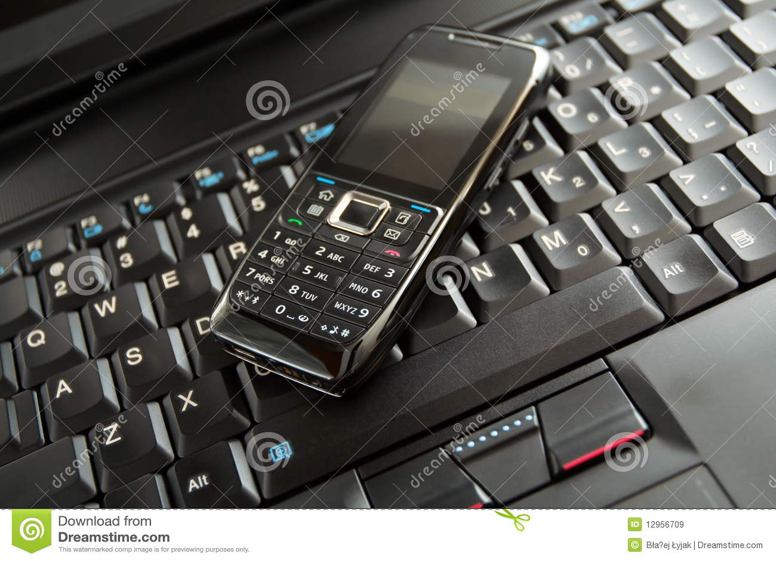 clavier de t l phone portable et d 39 ordinateur portatif images libres de droits image 12956709. Black Bedroom Furniture Sets. Home Design Ideas