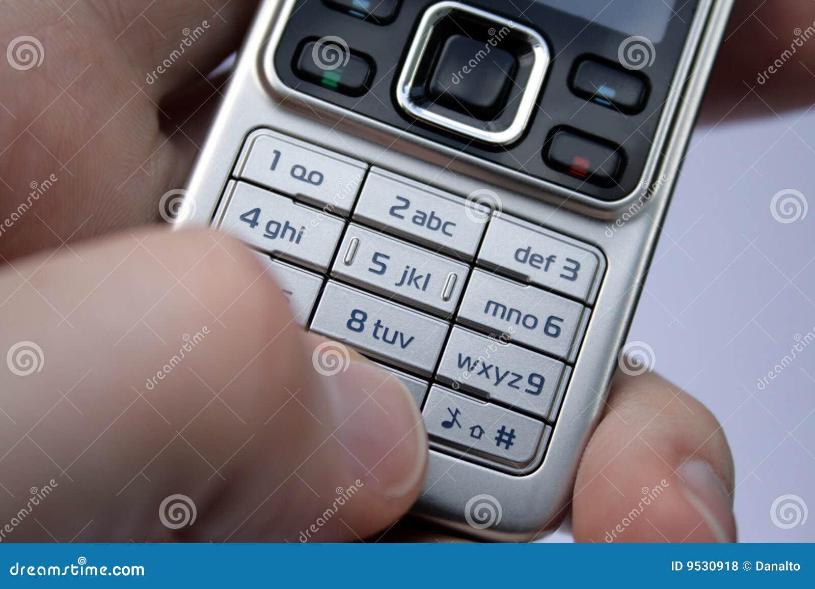 clavier num rique de t l phone portable dans la paume photos libres de droits image 9530918. Black Bedroom Furniture Sets. Home Design Ideas