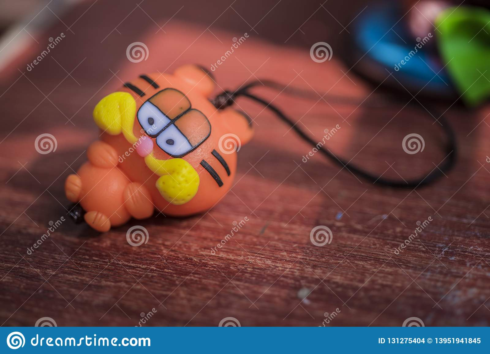 Clay plastic Garfield, small toys, small crafts placed on orange-red wooden boards