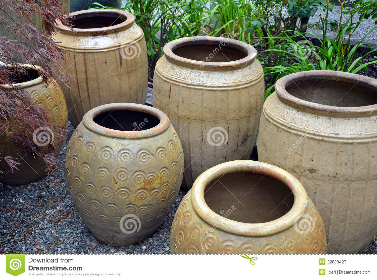 Clay pots in garden shop stock image image of plants for Decorative outdoor pots