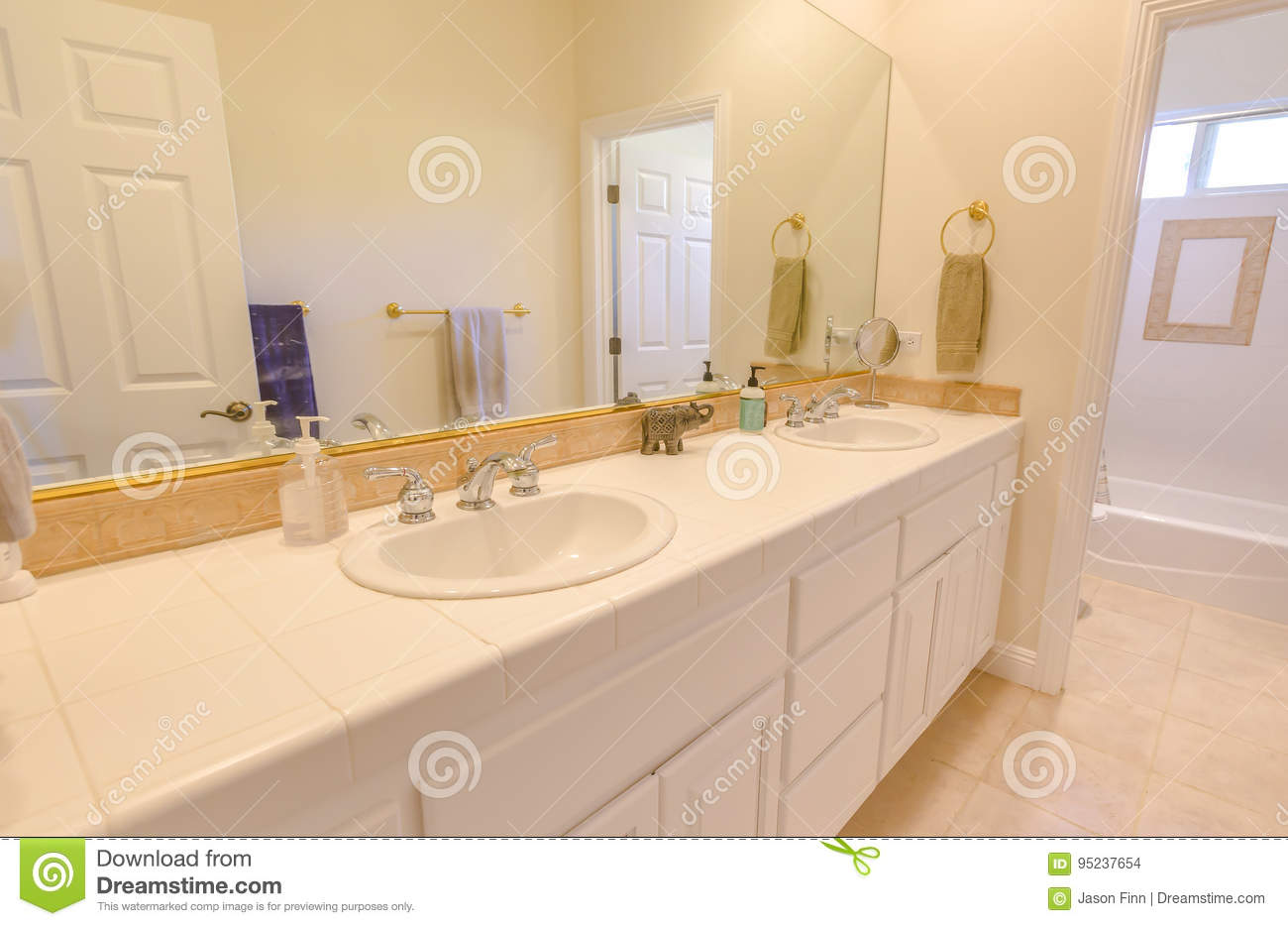 Super Clean Bathroom With Double Sink In Southern California Stock Interior Design Ideas Pimpapslepicentreinfo