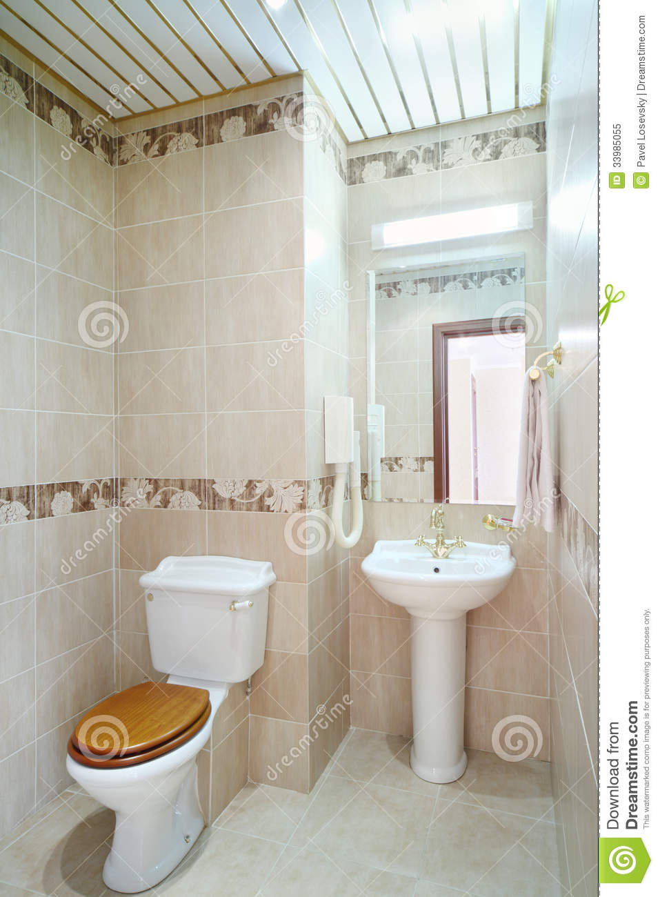Castorama Salle De Bain Cooke And Lewis ~ Clean Bathroom With Toilet And Washbasin With Mirror Stock Image