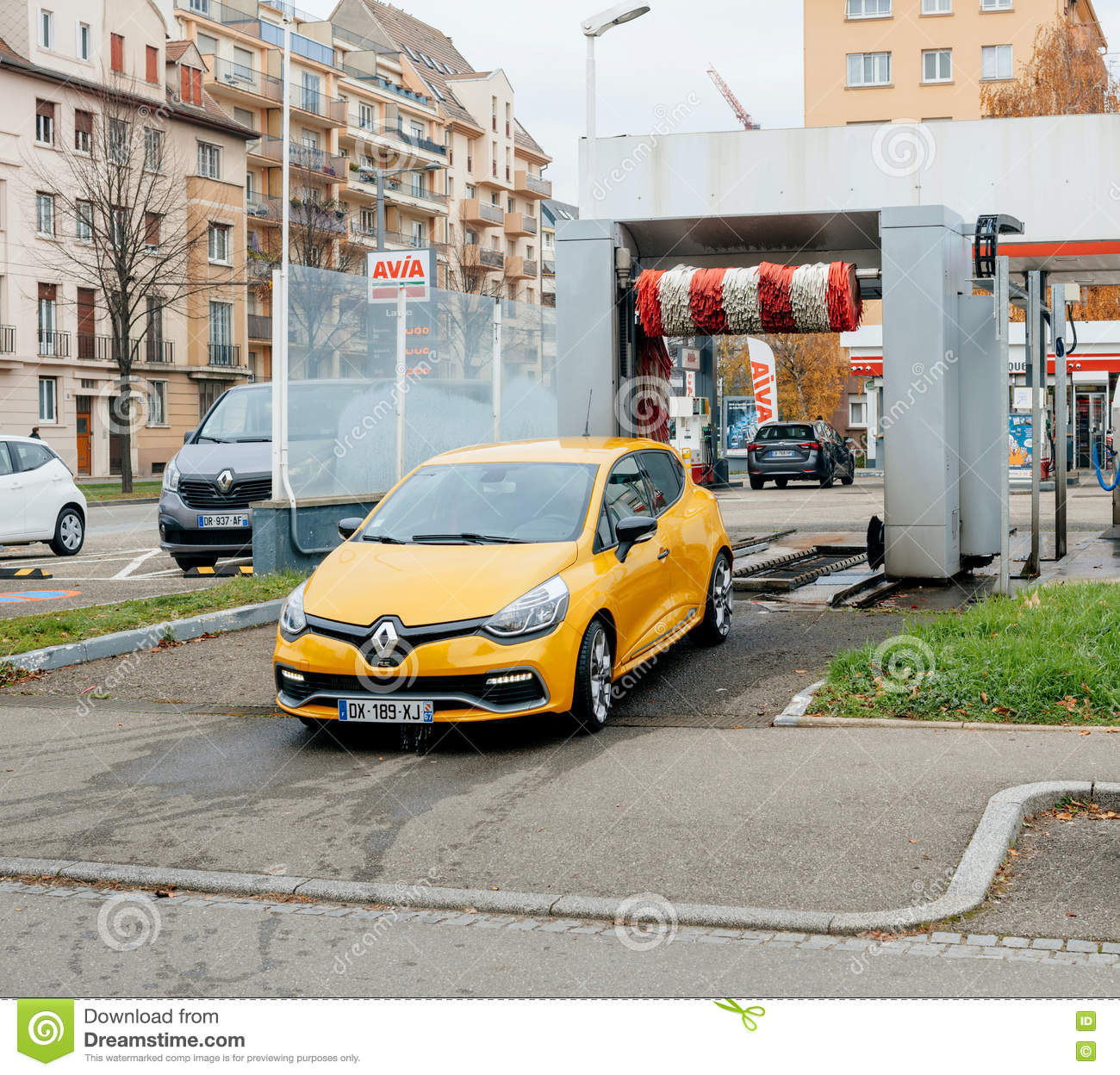 Clean car leaving car wash editorial photo image 82581606 - Garage renault strasbourg hautepierre ...