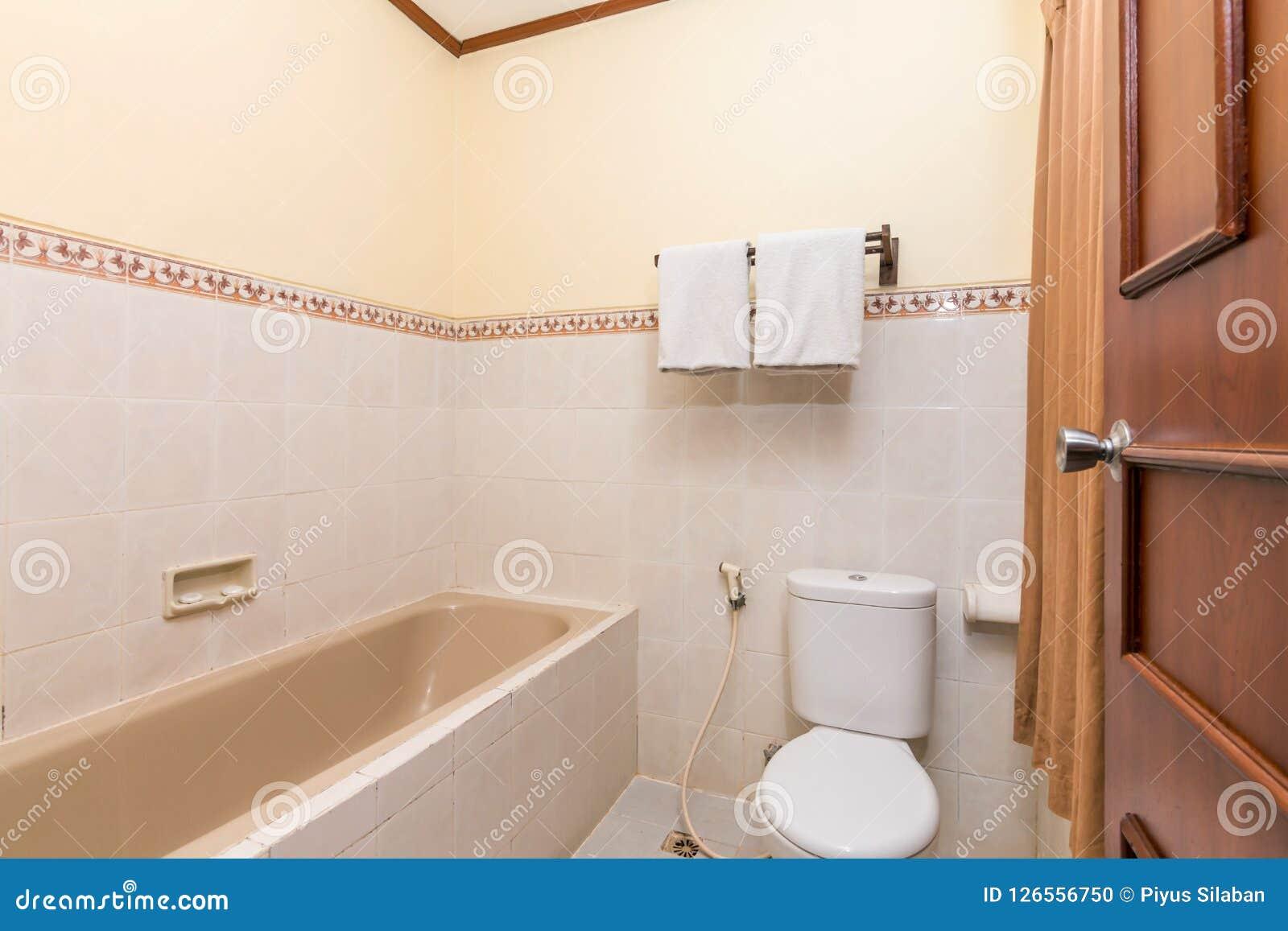 Clean and Cheap hotel bathroom