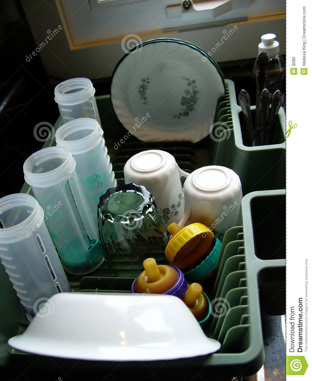Clean Dishes in Tray