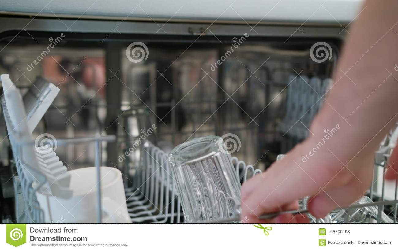 Clean Glasses and Cups in a Dishwasher
