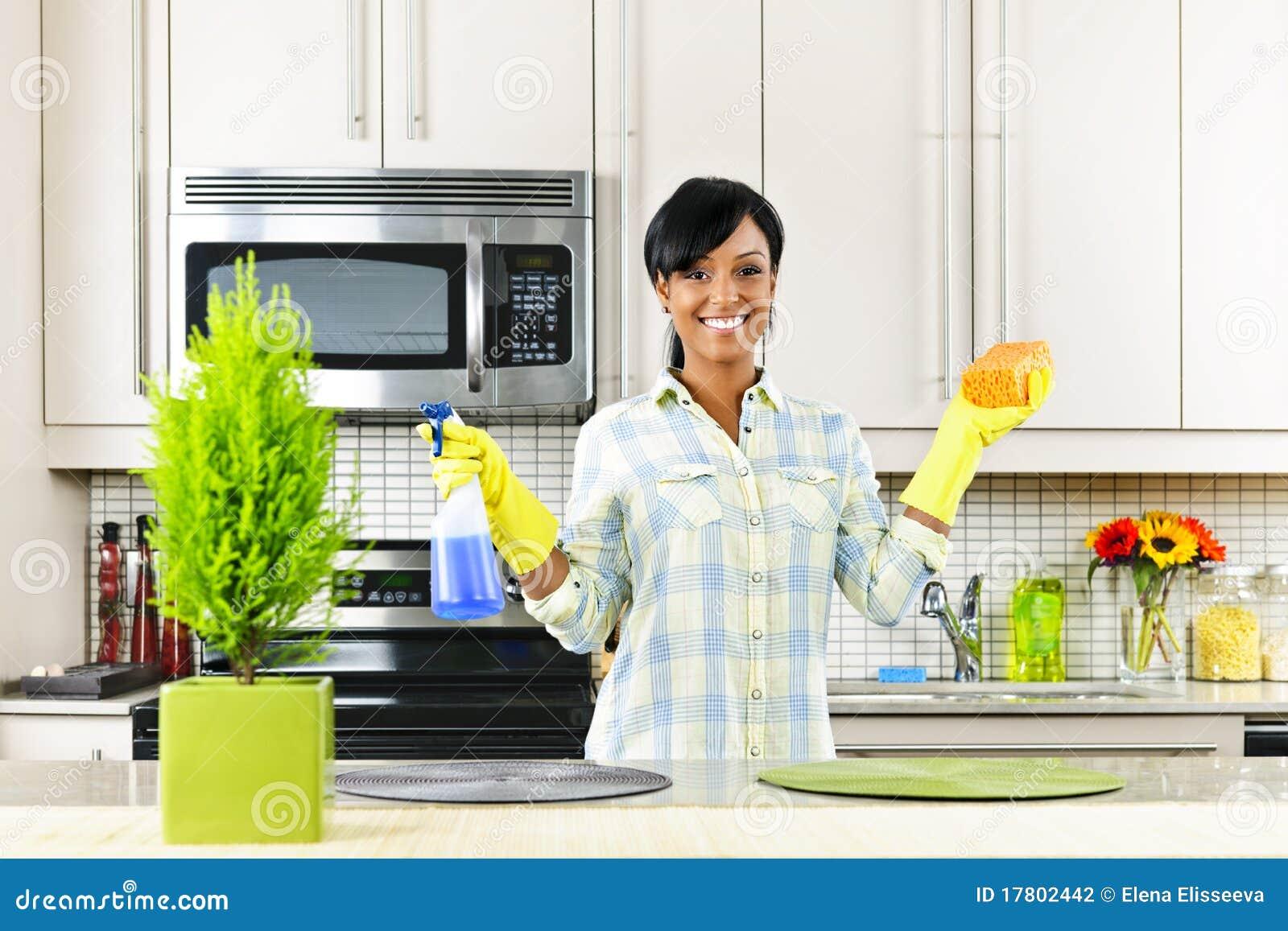Cleaning kuchenni kobiety potomstwa