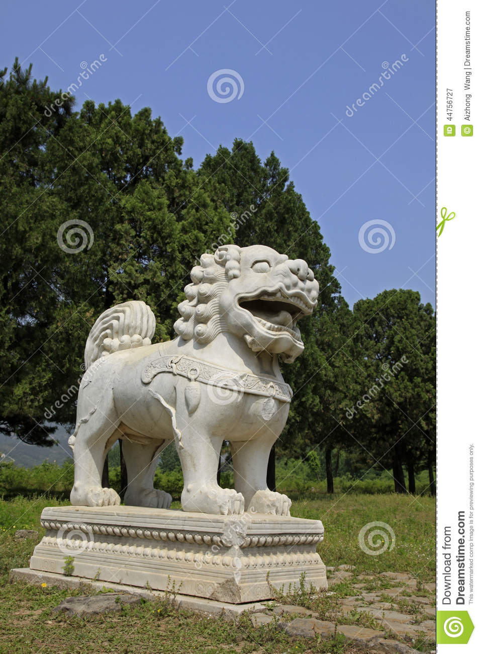 Clear dongling, stone statues