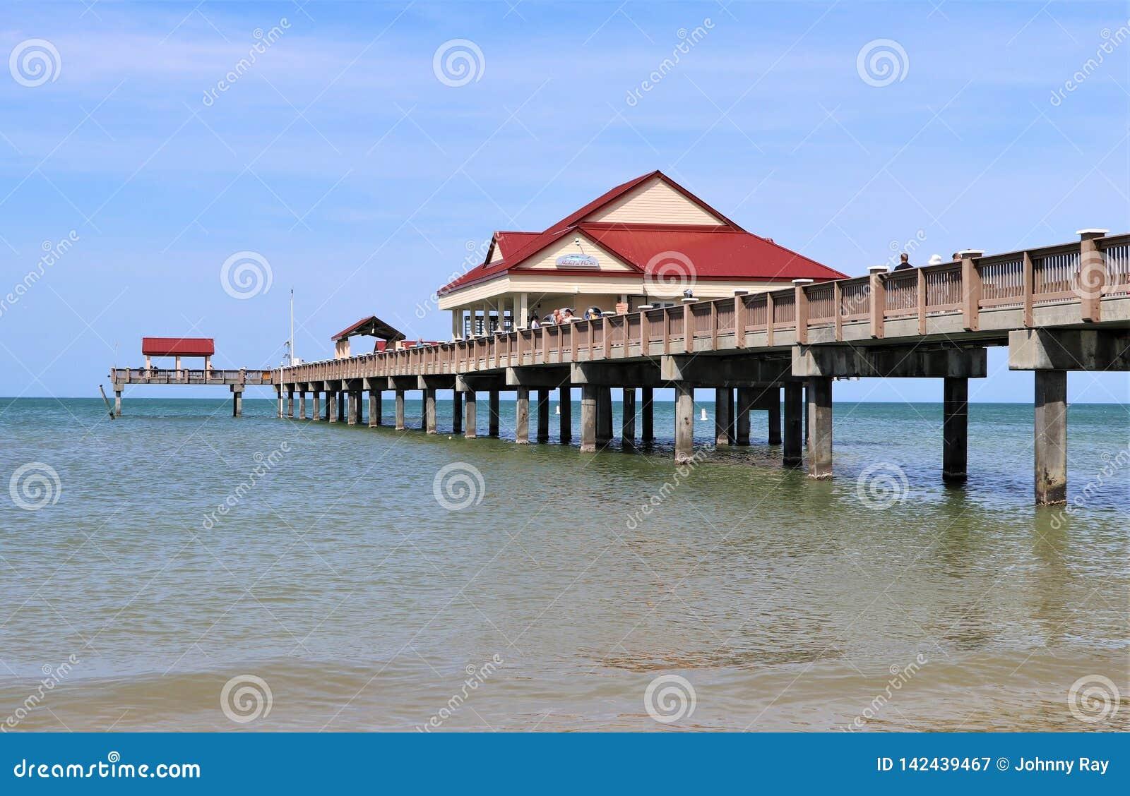 Clearwater strand och pir 60