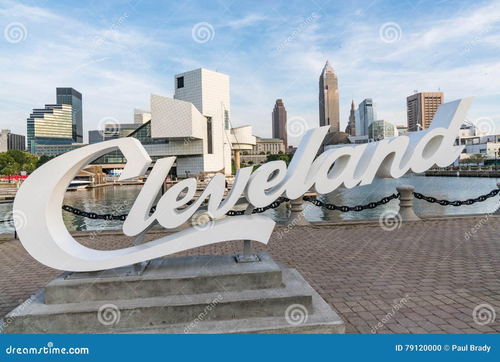 Cleveland linia horyzontu od schronienia przejścia i znak