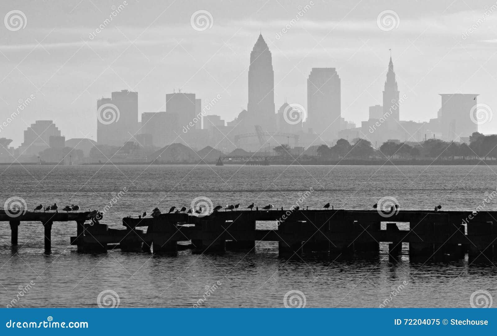 Cleveland Ohio y el lago Erie céntricos