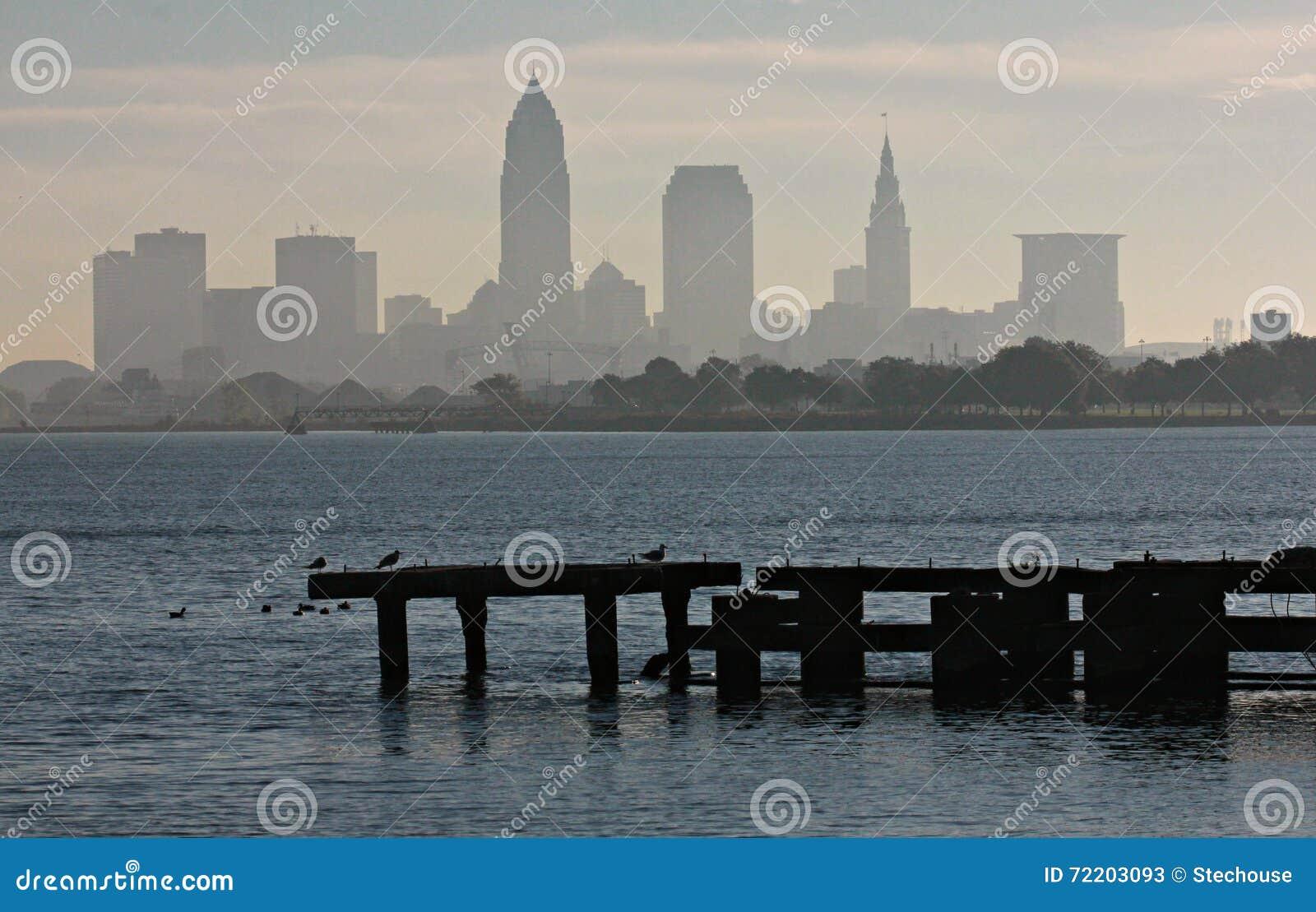 Cleveland Skyline über dem Eriesee