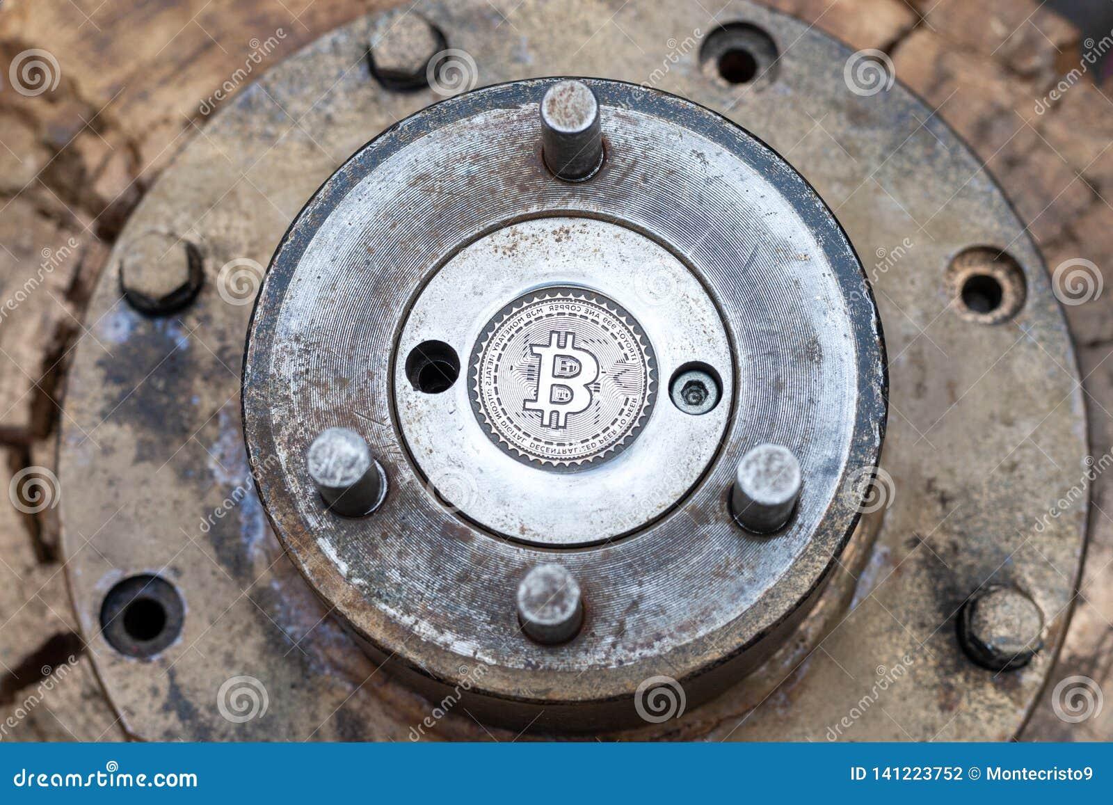 Cliché en blanco del bitcoin para la fragua del herrero plantilla del bitcoin del metal fabricación de la moneda real del btc