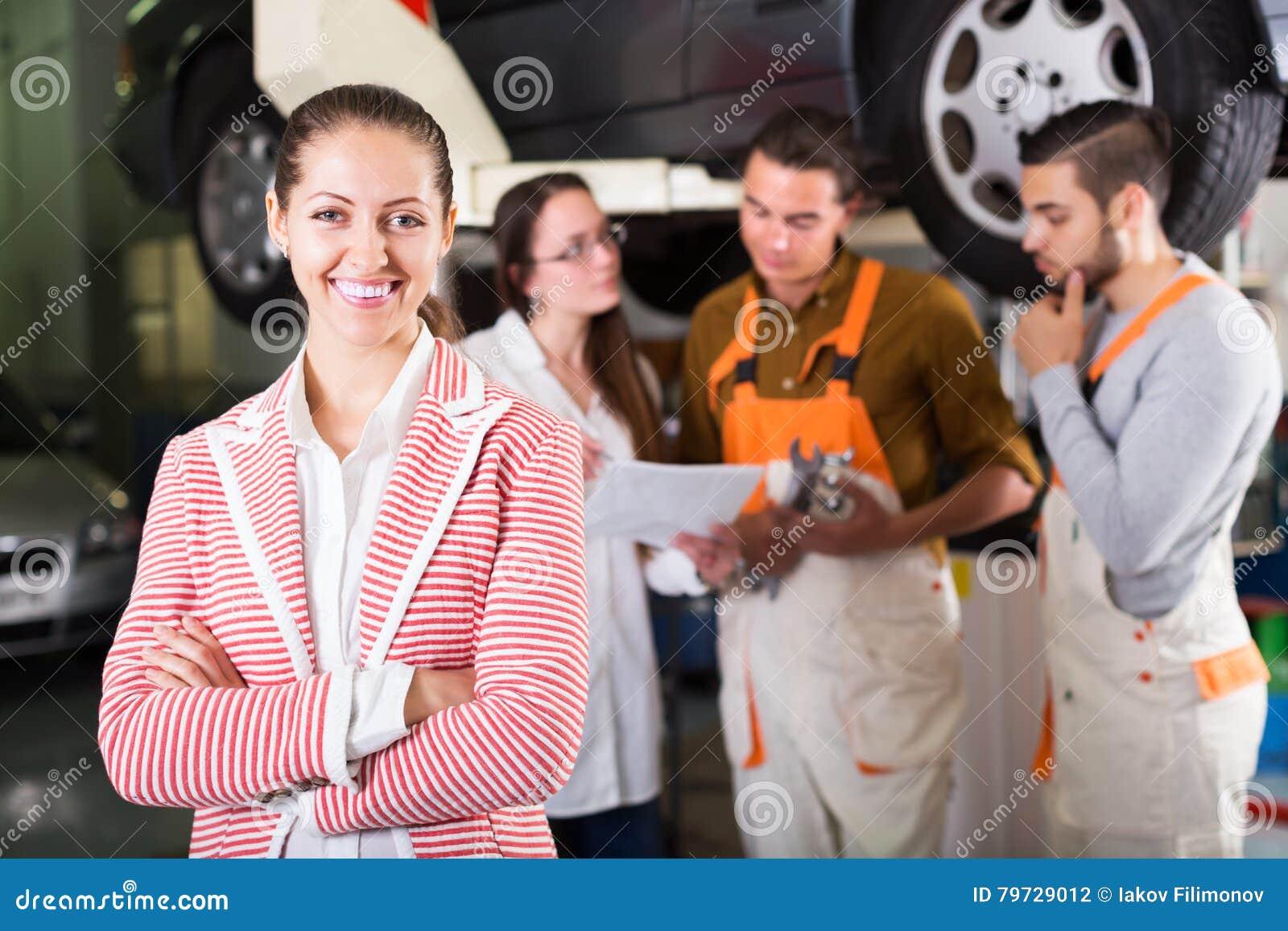 Cliente satisfecho con la renovación de los mecánicos