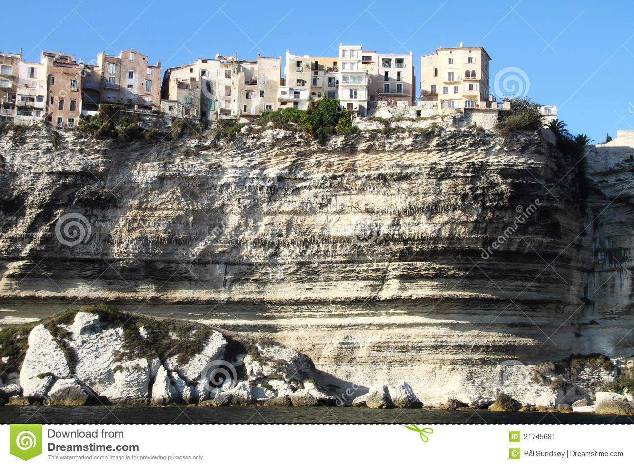 The cliff city bonifacio stock image image 21745681 for Piscine falaise