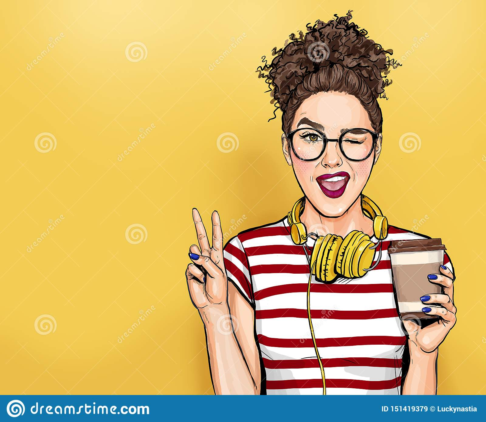 Cligner de l oeil la femme en verres avec les téléphones principaux fait la fille d art de bruit de geste de paix tenant la tasse