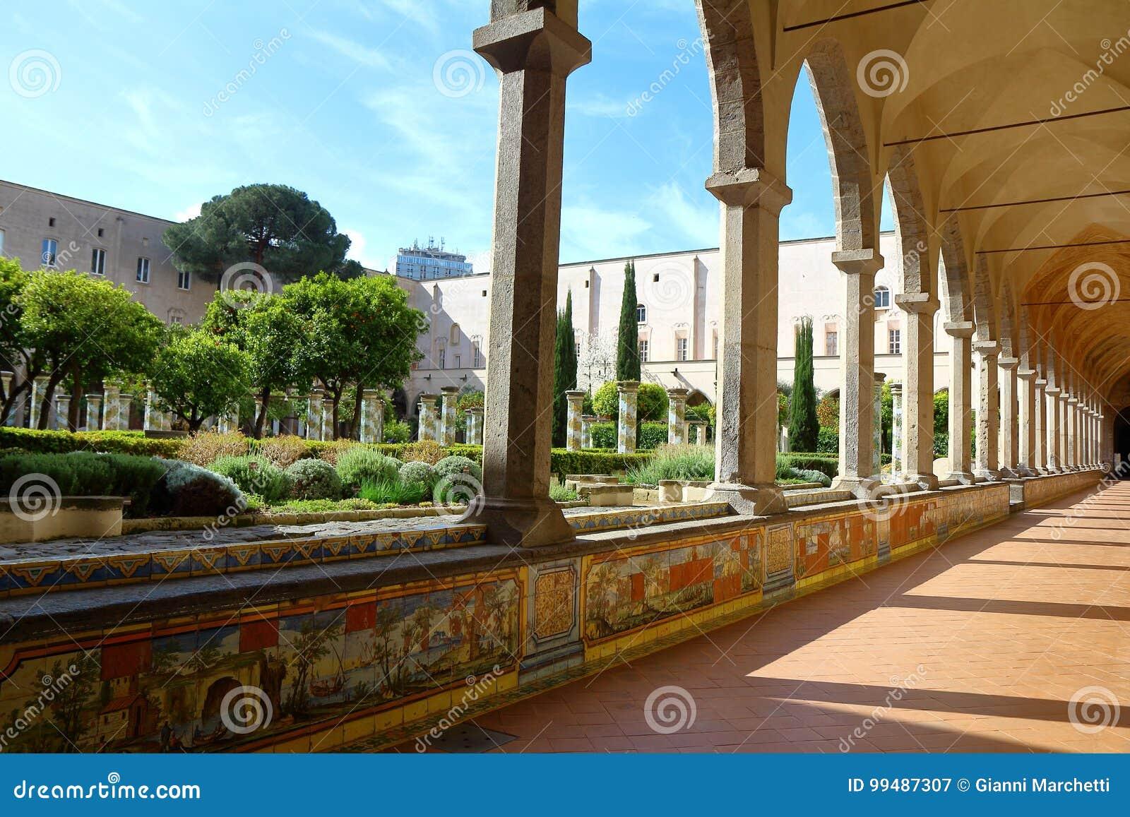 Cloître de Santa Chiara, Naples, Italie