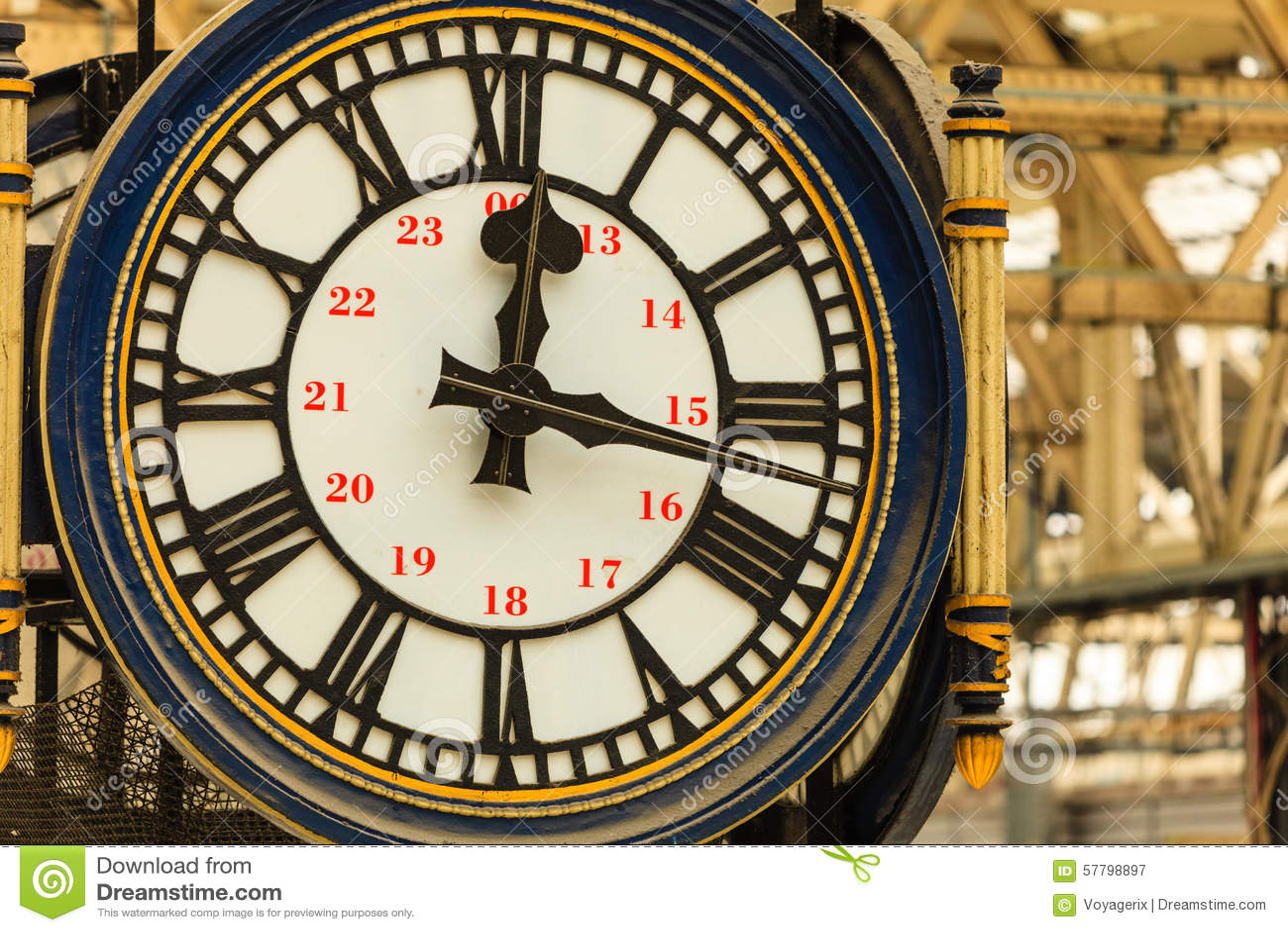 Clock At Waterloo Train Station London England Uk Stock
