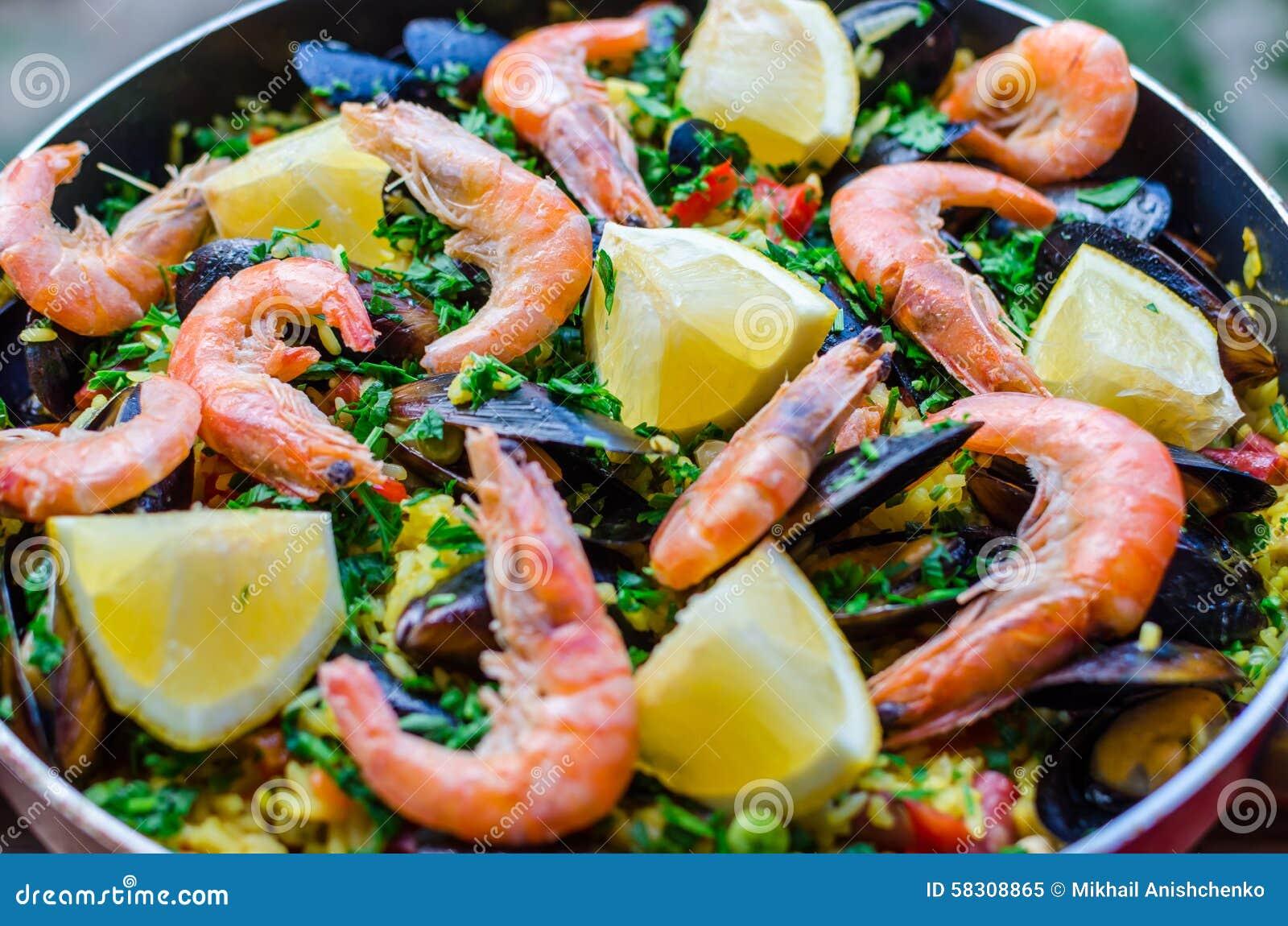 in saffron mussel sauce recipe dishmaps salmon in saffron mussel sauce ...