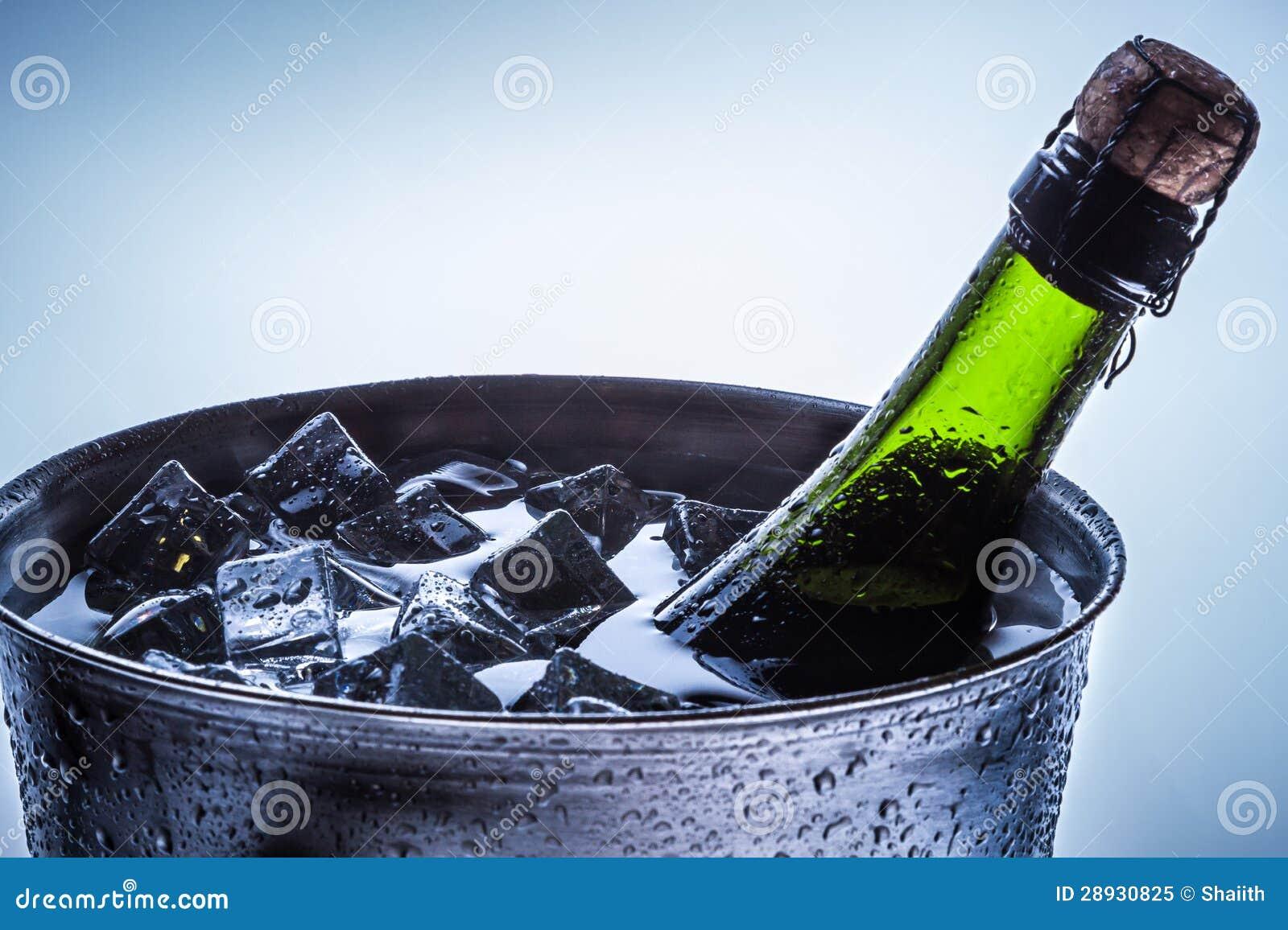 Close up da celebração do champanhe frio