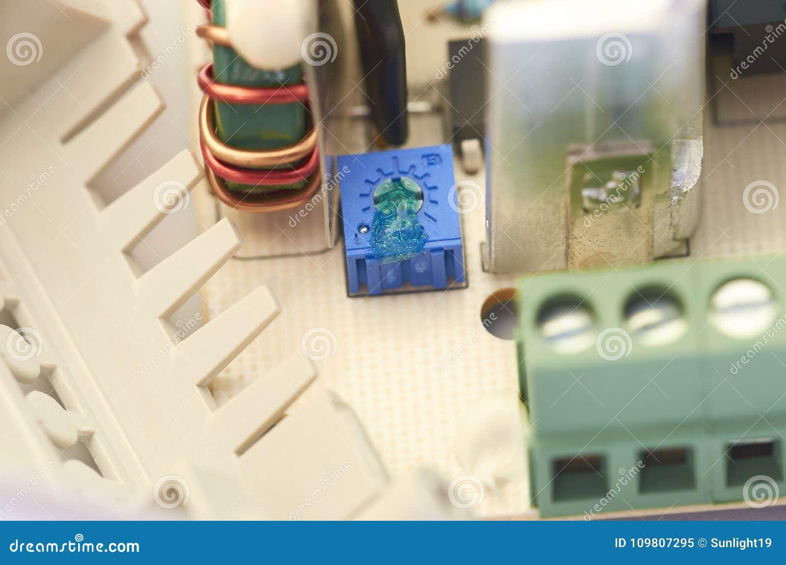 Close up da fonte de alimentação video do intercomunicador, componentes