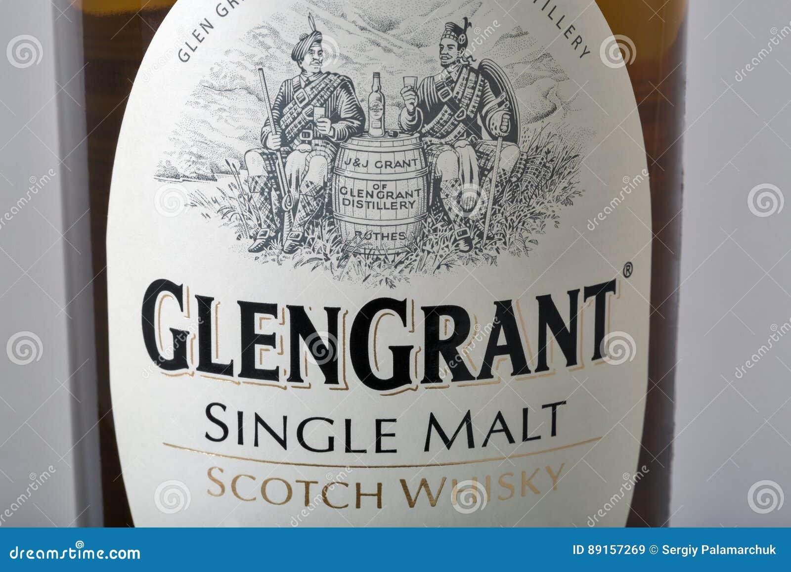 Close up da garrafa de uísque de Glen Grant Speyside Single Malt Scotch