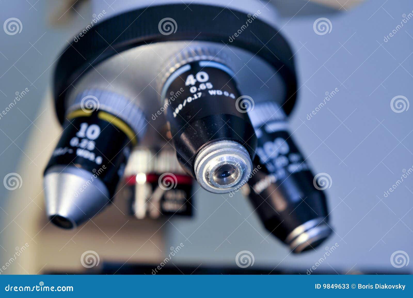 Close up da lente do microscópio