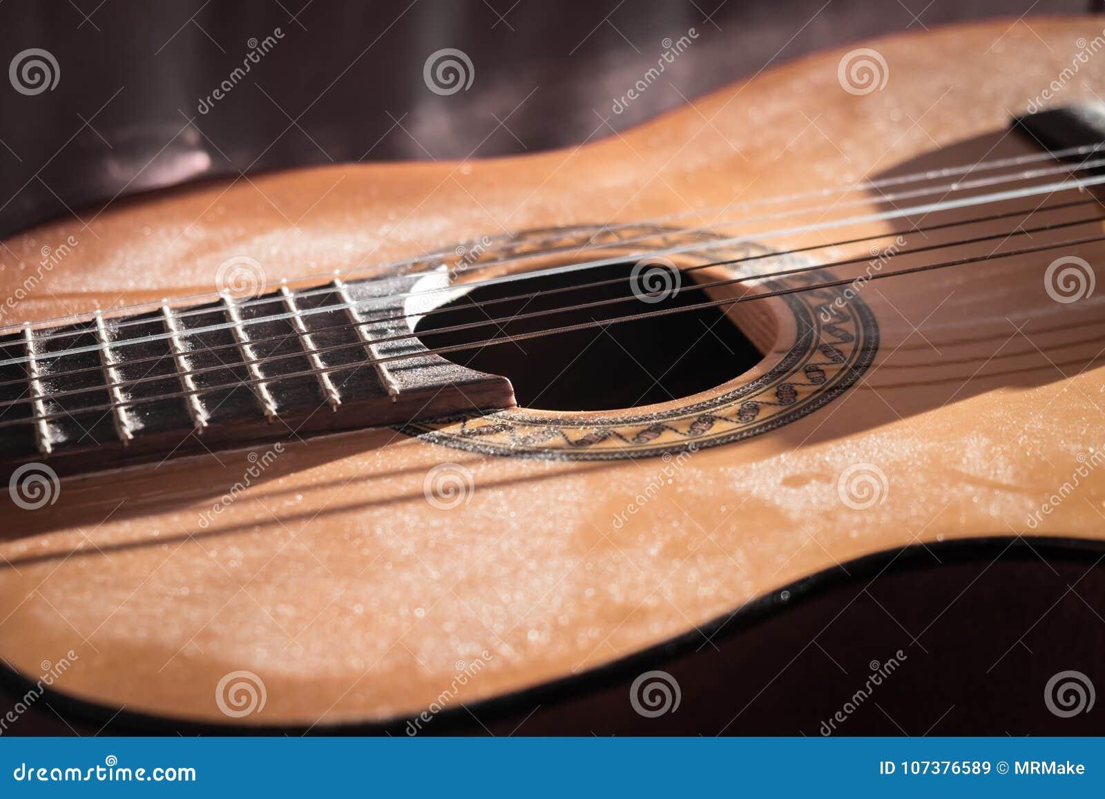 Close-up de Dusty Classical Guitar