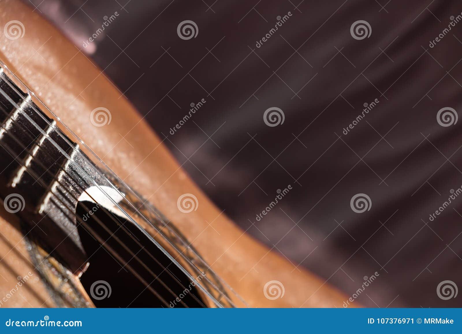 Close-up de Dusty Classical Guitar com espaço da cópia